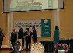 Joanna Nowak, projektant wzornictwa odbiera nagrodę Perła Ceramiki UE 2013.JPG